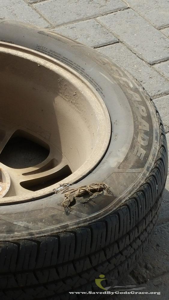 Flat-tire-in-Nakuru-(3)