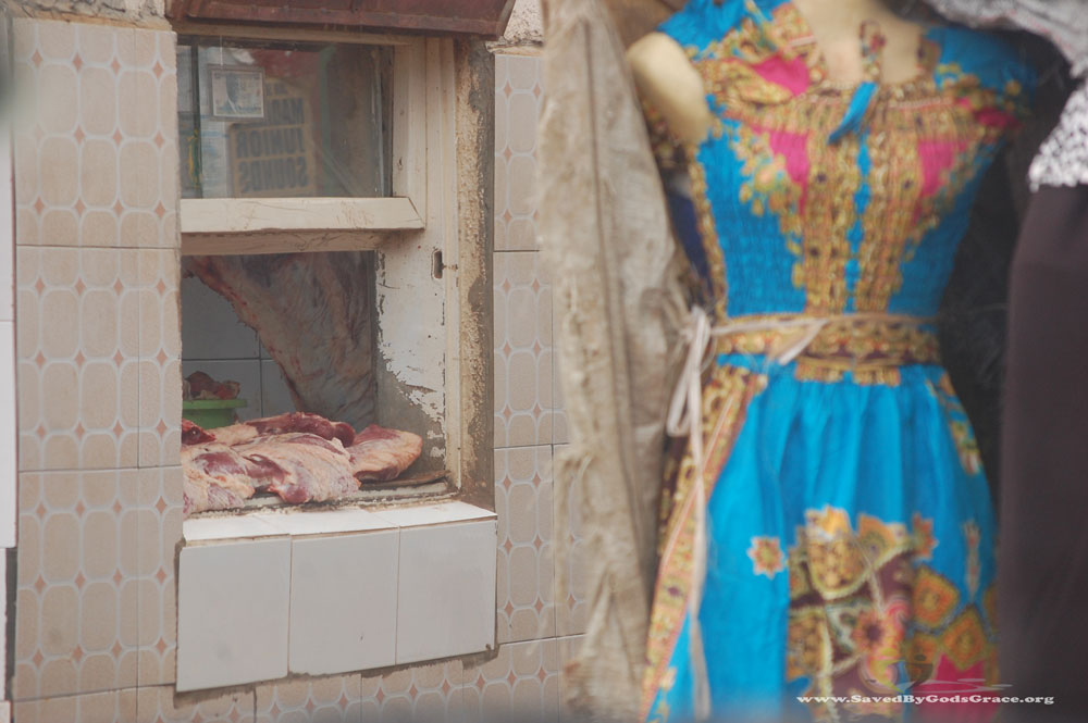 butcher-dress-shop-in-market-(2)