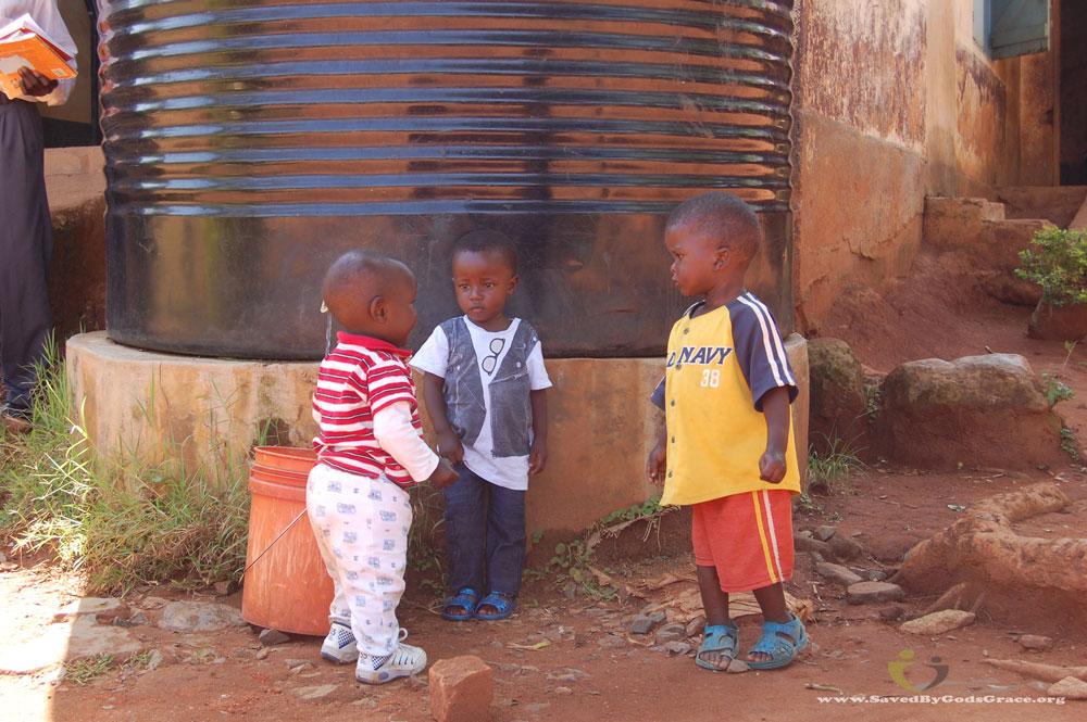 kids-at-water-tank