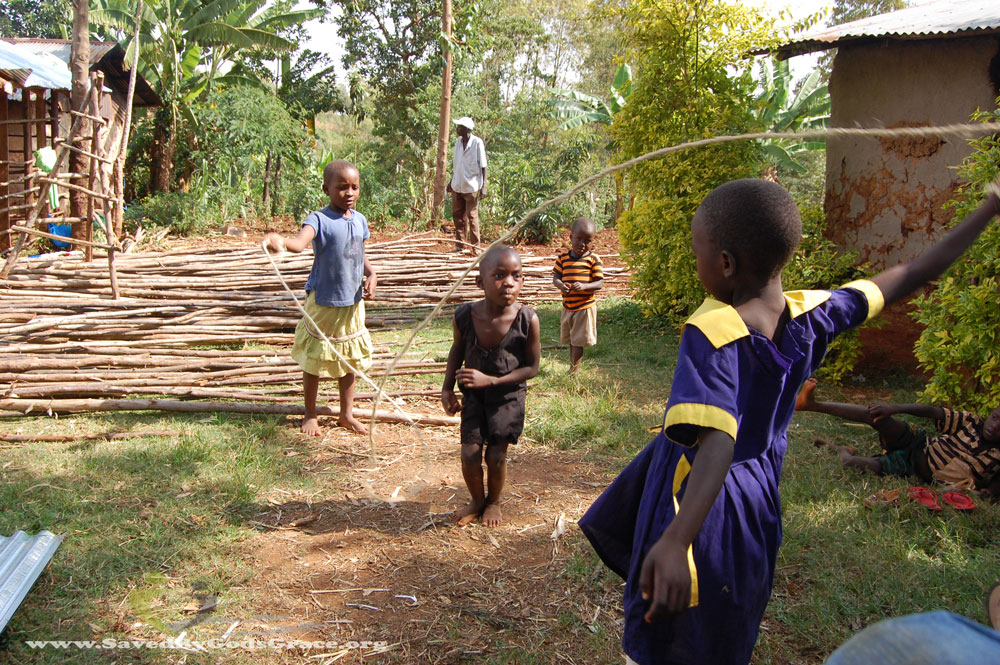 kids-jumpting-rope