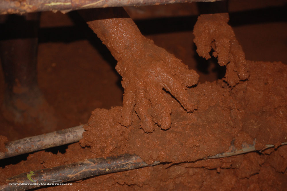 mud-hands-1