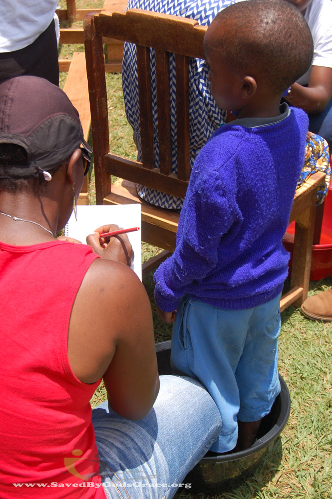 rosemary-drawing-with-kid-being-treated-for-jiggers